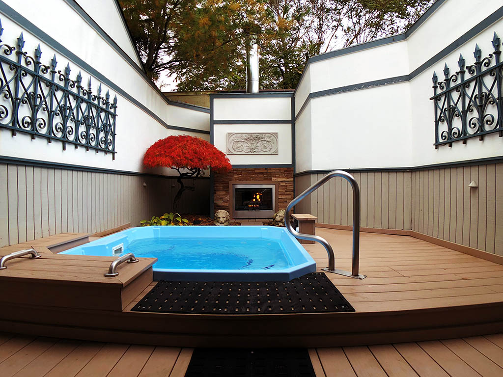 British Isles - Outdoor Tub - Seats up to 8 Adults